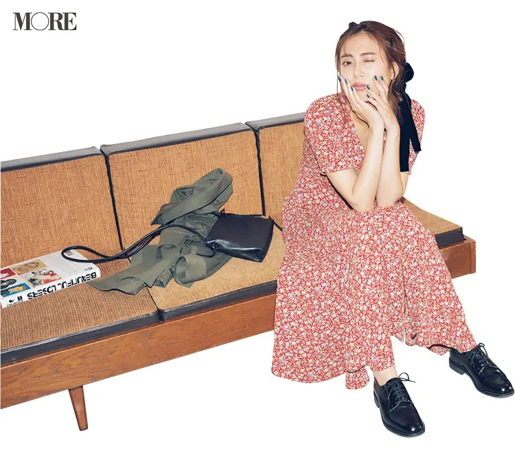 「ぺたんこ靴のブレザー」でつくるパリジェンヌ風の休日コーデ2