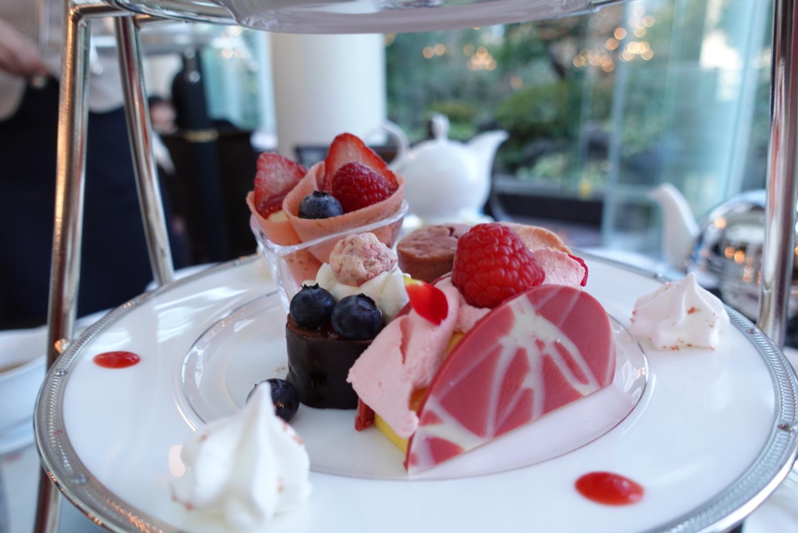【大阪】ウェスティンホテル大阪の「Berry Berry アフタヌーンティー」でいちごを堪能!お庭に鯉も泳いでいて癒やされた_3