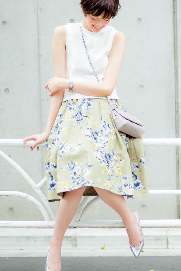 【今日のコーデ】ピュアホワイト×花柄の愛されフェミニンで、仕事終わりにドライブデート♡_1