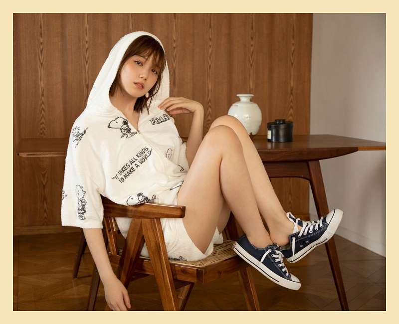 ジェラートピケ、スヌーピーの白いパジャマを着た本田翼