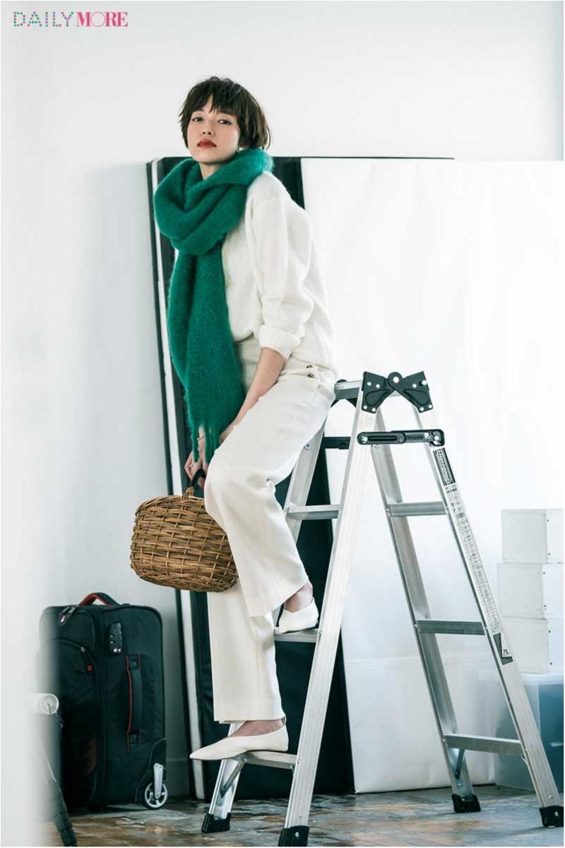 【今日のコーデ】仕事も夜の予定もばっちり。真っ白なパンツコーデにグリーンのさし色で誰より新鮮!_1