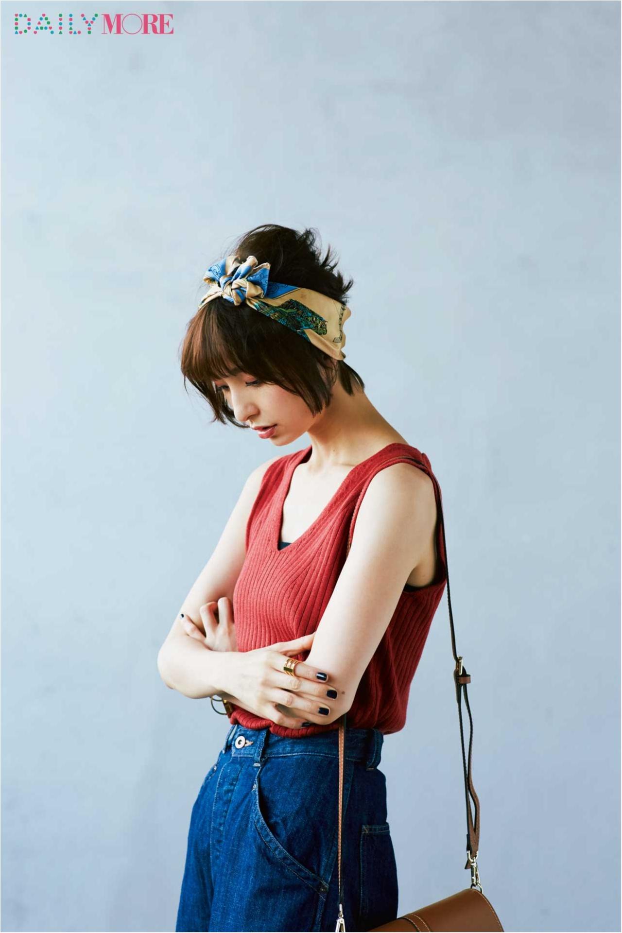 まだ暑いけれどおしゃれは秋にシフト、そんな今、麻里子の答えは「涼しい秋服」×「デニム」でした。_3