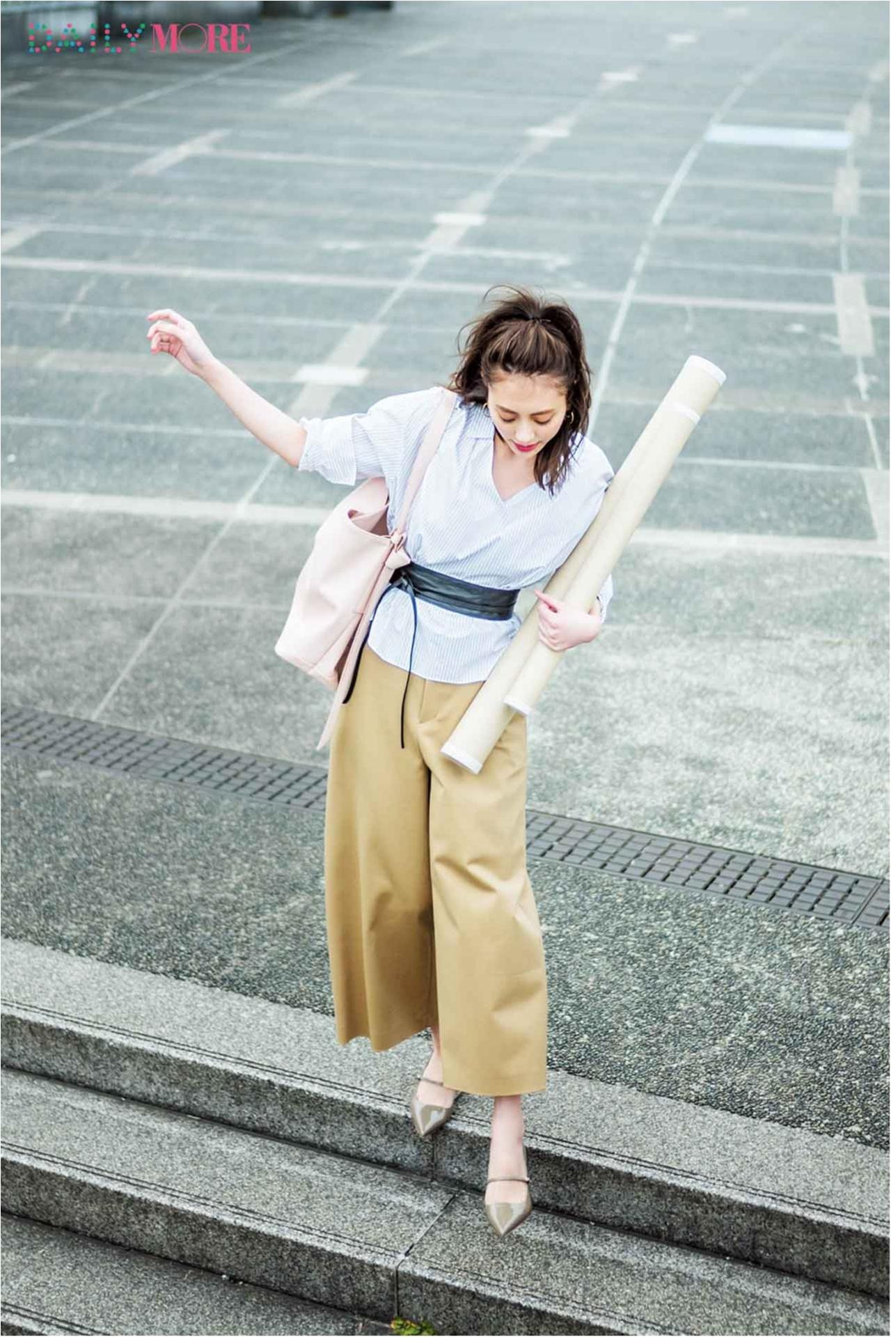 【今日のコーデ/土屋巴瑞季】仕事を頑張る日のパンツスタイルは、ストライプシャツ×ベルトできりり!_1