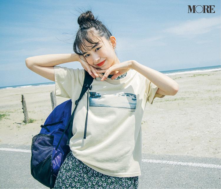 ヴィンテージっぽい雰囲気のフォトプリントTシャツを着た井桁弘恵