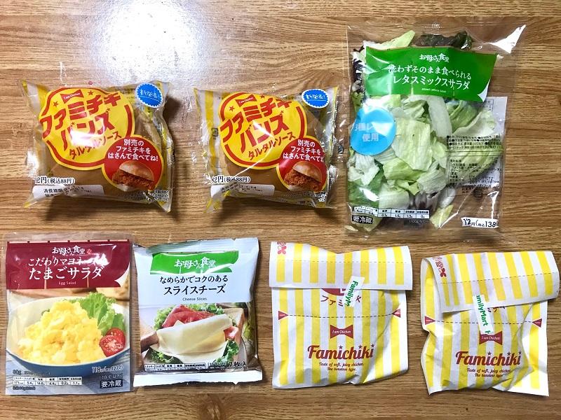 『ファミリーマート』の商品「ファミチキ」・「北海道グラタンコロッケ」・「レタスミックスサラダ」・「たまごサラダ」・「スライスチーズ」が並んだ様子