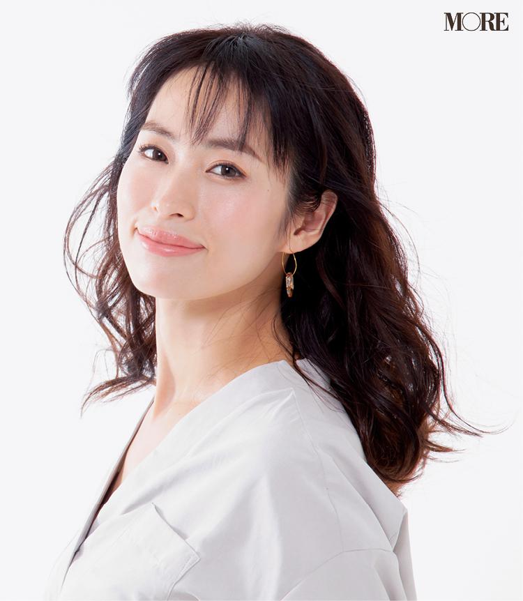『アスタリフト』や『イプサ』の美容液で今っぽい美白肌に。美容家・岡本静香さんの透明感の秘密とは? _1
