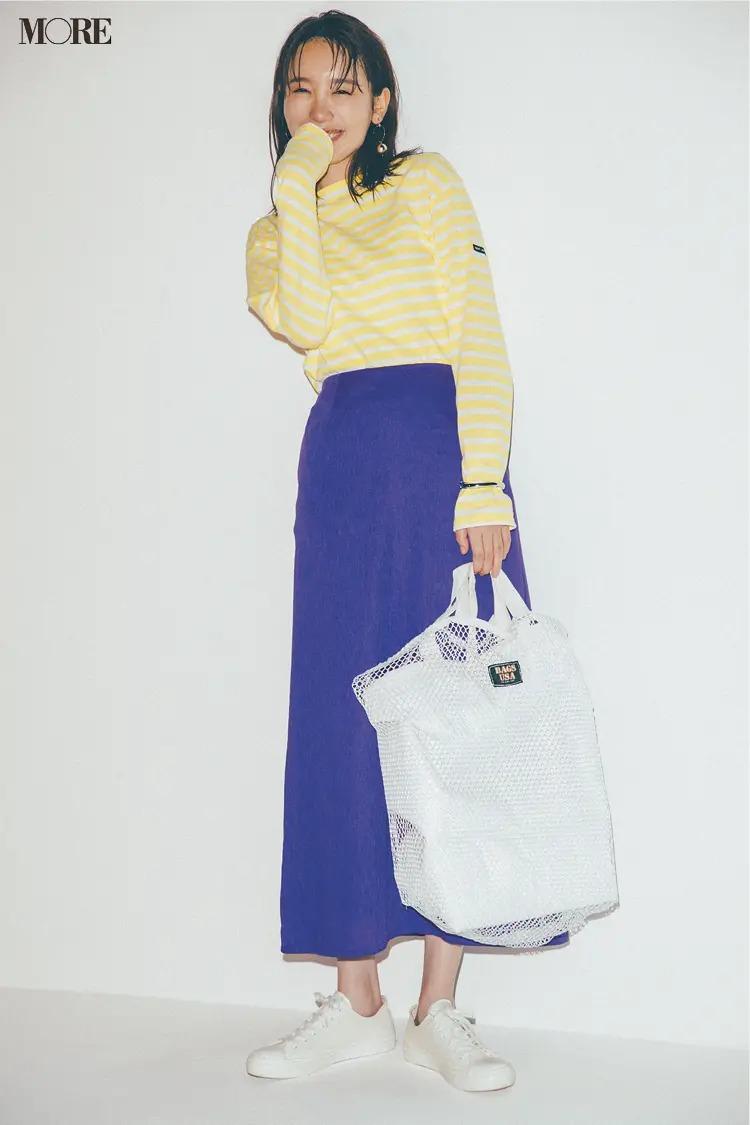 【秋のスニーカーコーデ】技ありカラーコーデに真っ白なメッシュバッグ&スニーカーで爽快感を