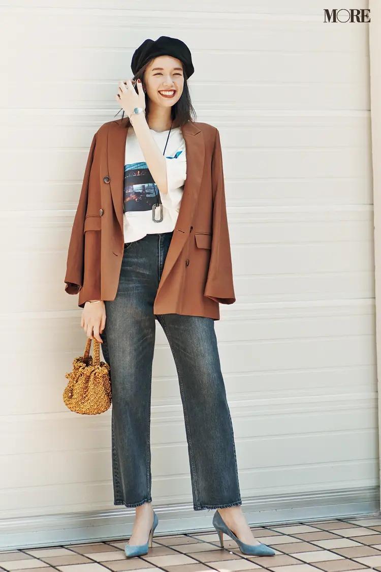 【ジャケットコーデ】フォトTシャツ×デニムパンツ×ベージュジャケット