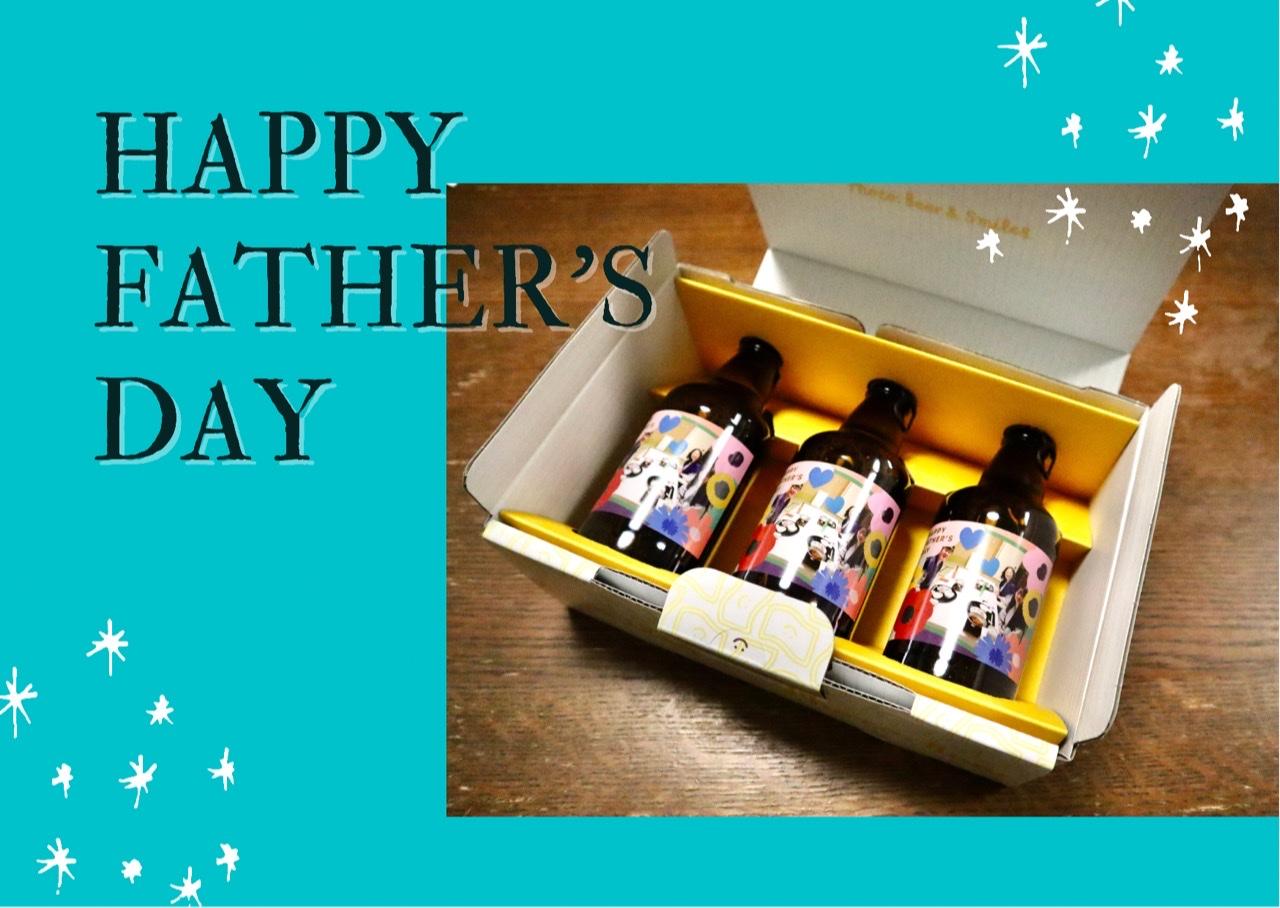 自分の家族写真をラベルにプリントした瓶ビール3本、それらが入った箱