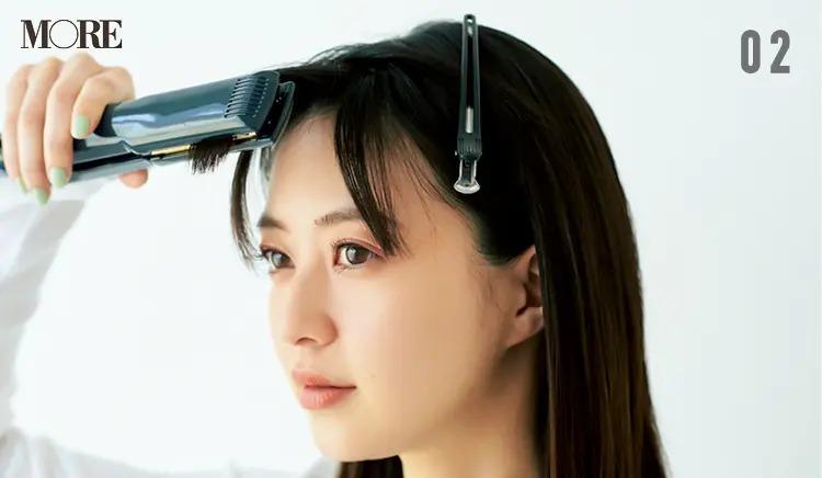 前髪のうねり問題を解決させる方法2.前髪の内側にヘアアイロンをかける