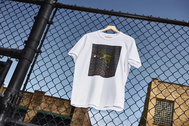 コーチの日本限定コレクション、Rexy PlayのTシャツ