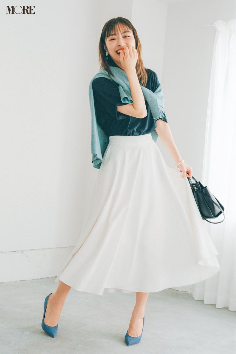 【今日のコーデ】白フレアスカートに黒Tときれい色カーデを合わせた内田理央