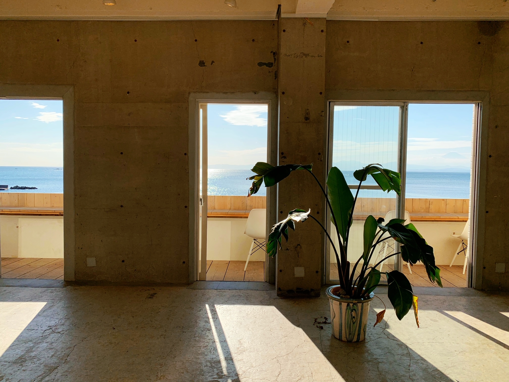 【女子旅】ソファでゆったりと海を眺められるカフェ♡_6