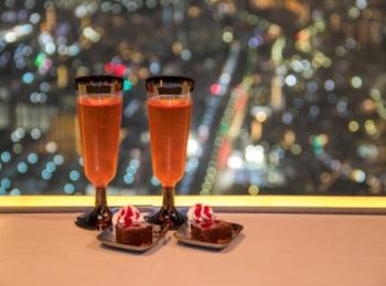 『東京スカイツリー®』天望デッキへの優先入場も。クリスマスシーズンは、ナイトビューチケットが断然おすすめ! 限定グルメも可愛い!!