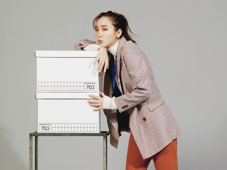 秋のオフィスカジュアル  - ワンピ・デニム・スニーカーのきれいめ通勤コーデ特集