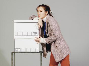 秋のオフィスカジュアル【2020最新】 - ワンピ・デニム・スニーカーのきれいめ通勤コーデ特集