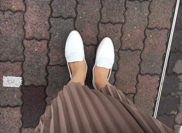 【フラット靴】春靴は爽やかホワイトカラーで!フラットな白ローファーで楽チンおしゃれ♡_4
