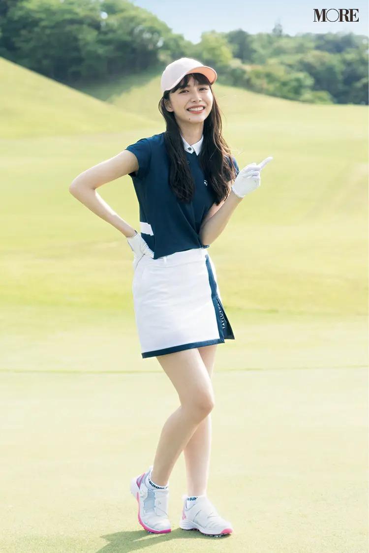ゴルフウェアを着たゴルフ女子の井桁弘恵