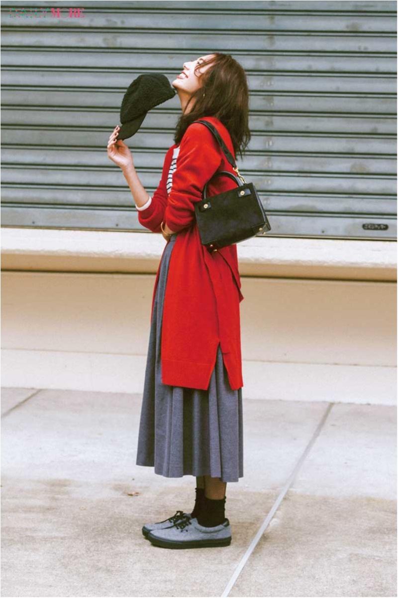 【今日のコーデ】クリスマス目前の街へ繰り出す土曜日。赤のロングカーデでコーデに華を添えて。_1