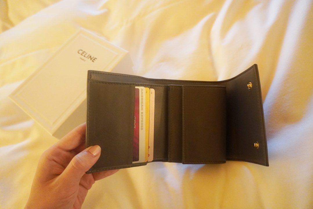 【20代女子の愛用財布】CELINEの三つ折り財布_2
