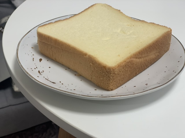 モスバーガーから食パンが登場!「バターなんていらないかも、と思わず声に出したくなるほど濃厚な食パン」食べてみた♡_3