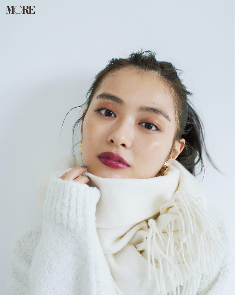 白ニットコーデ【2020冬〜春】- 着膨れしない細見えテクニックなど、白い服の最旬レディースコーディネートまとめ_4