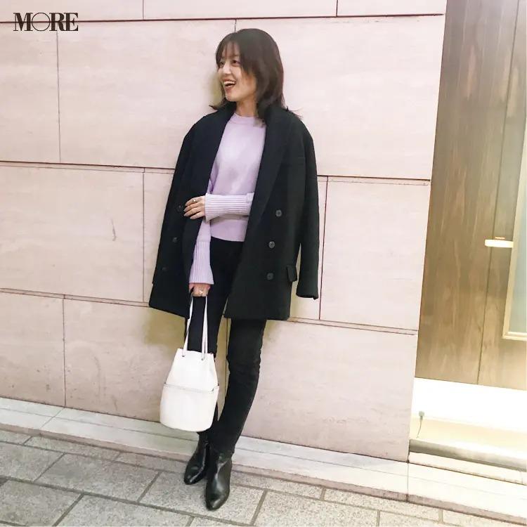 2020冬トレンドのコートを着たスタイリストの松村純子さん