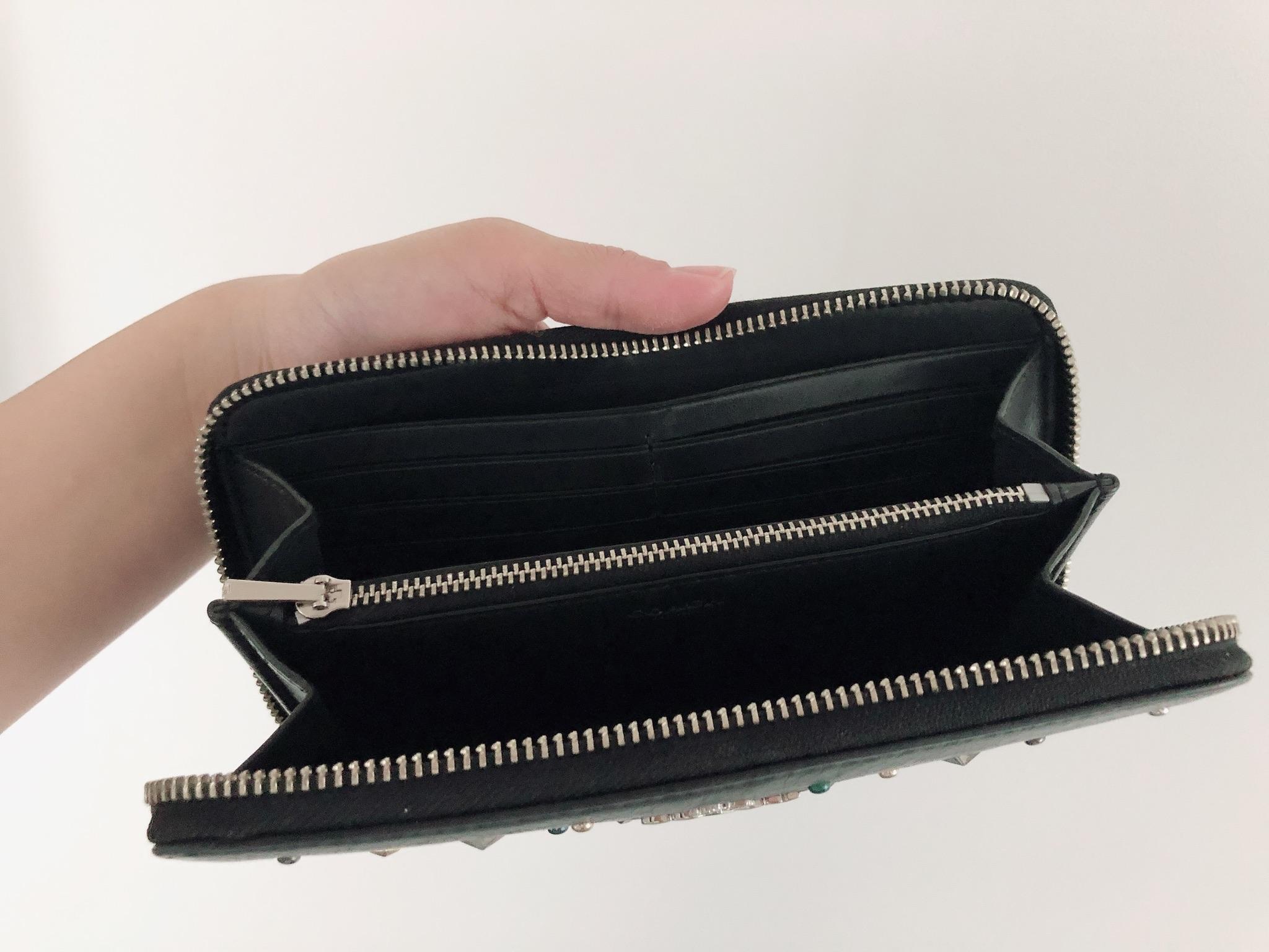 【20代女子の愛用財布】《COACH》派手すぎない星空みたいなキラキラスタッズがお気に入り˚✧₊バッグもお揃いで使用しています♩_4