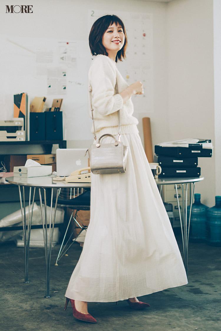 白ニットコーデ【2020冬〜春】- 着膨れしない細見えテクニックなど、白い服の最旬レディースコーディネートまとめ_12