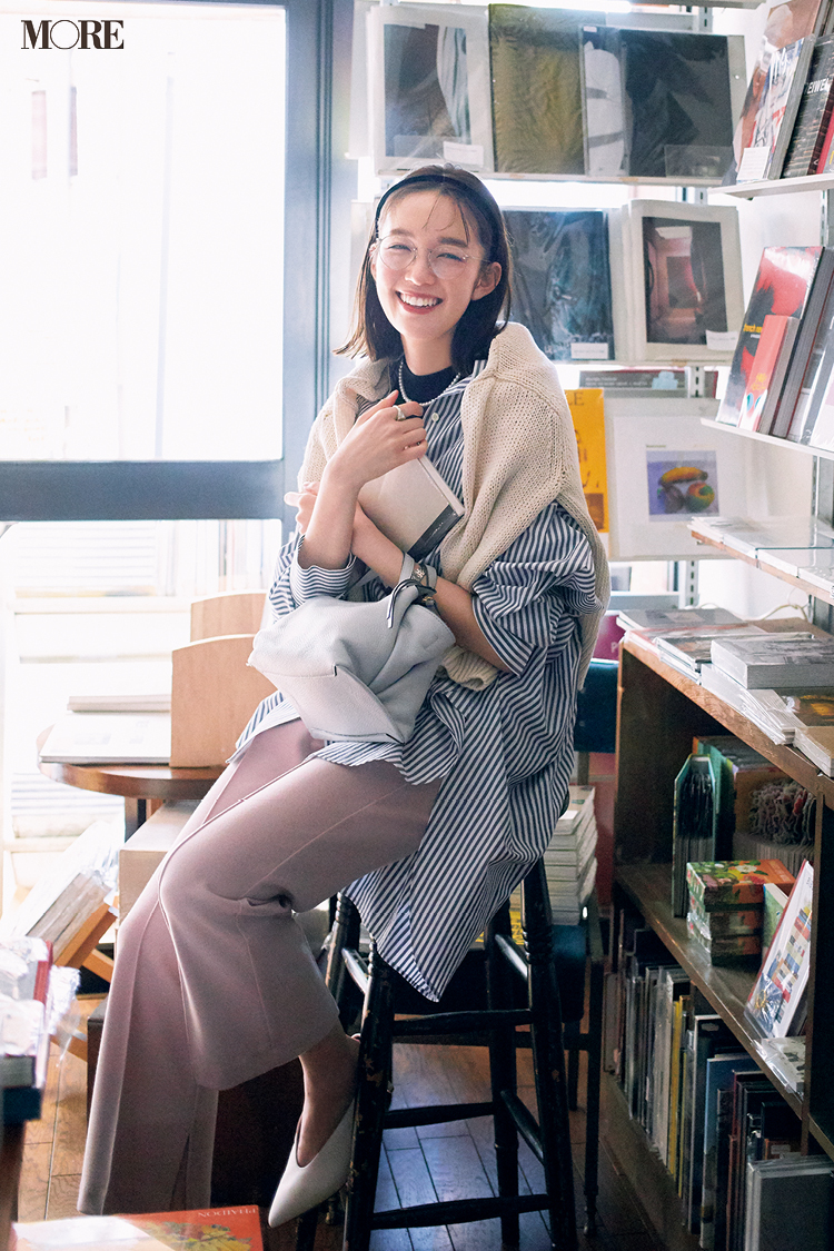 【今日のコーデ】ストライプシャツにパンツとメガネコーデの佐藤栞里