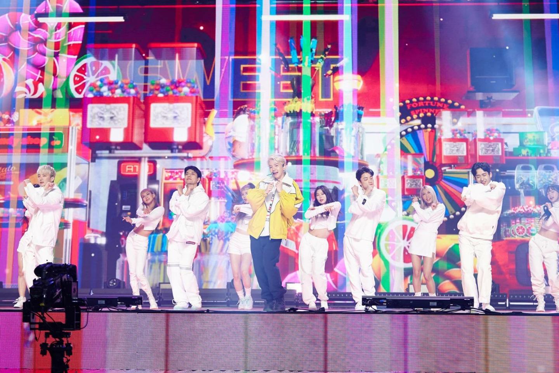 大ヒット曲「Candy」を歌うベクヒョン