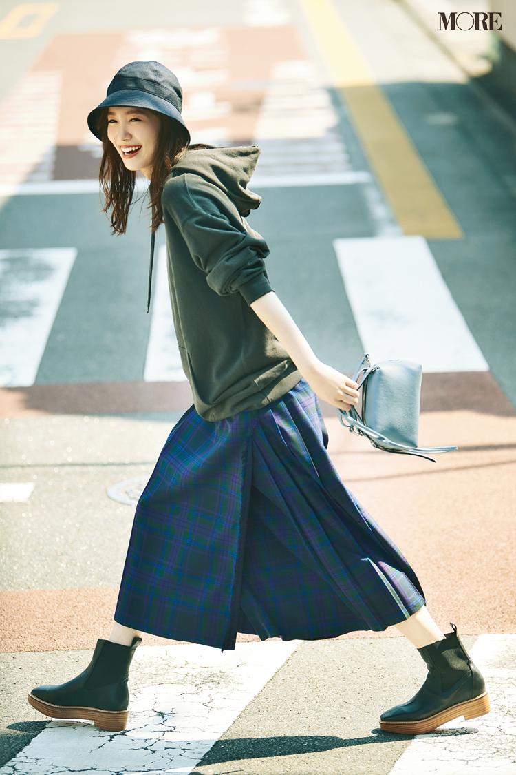 【今日のコーデ】<飯豊まりえ>秋晴れの土曜日はチェック柄スカート+フーディでハッピーな休日スタイルに♪_1
