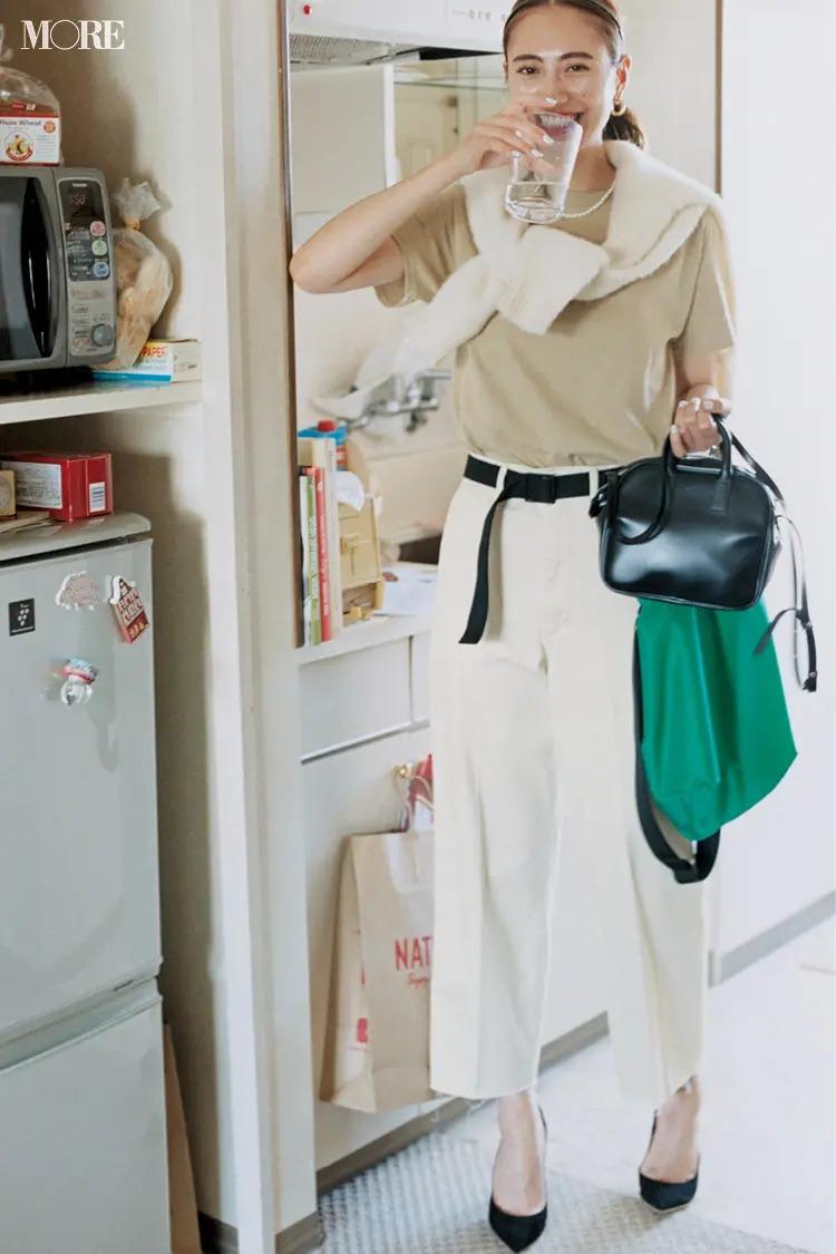 【夏の白パンツコーデ】ベージュトーンの進化形、オートミール色でしゃれ感も好感度もアップ