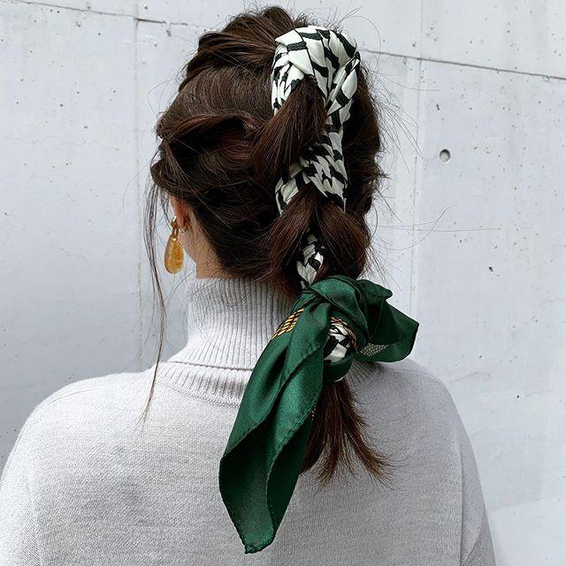 【逢沢りなの撮影オフショット】去年から人気上昇中のスカーフ。りなてぃみたいにヘアに巻くのもおすすめ♡_2