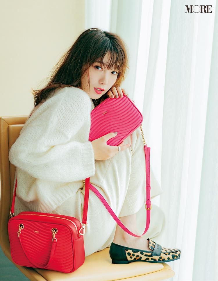 ニットに似合う、でバッグを決める。『フルラ』のショルダーバッグの色と素材と柄が可愛い!_1