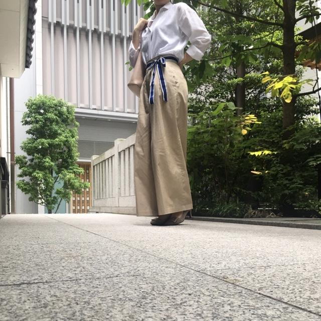 【オフィスコーデ】お気に入りのワイドパンツ×白シャツ_3