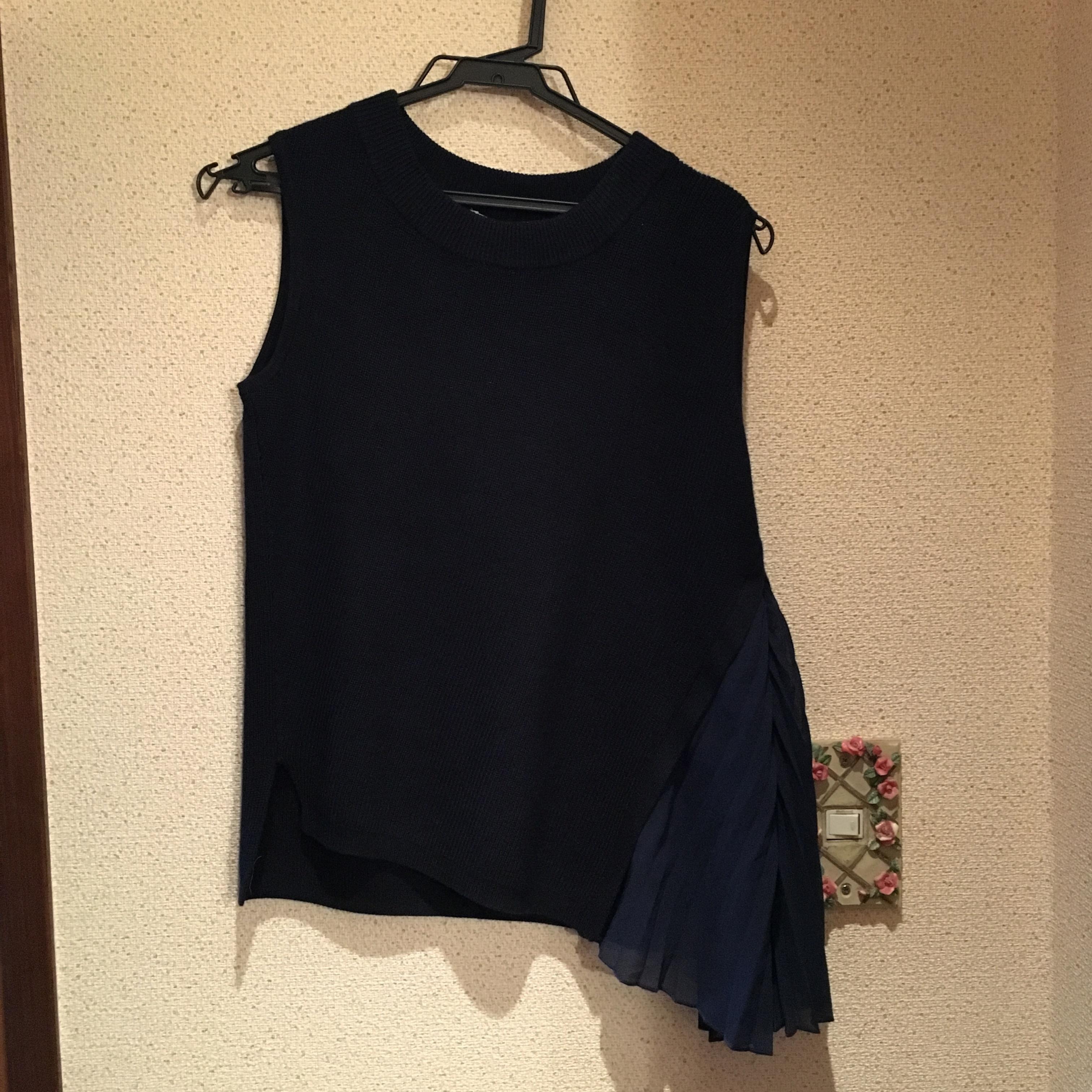 【休日コーデ】白パンツ×紺色トップス_2