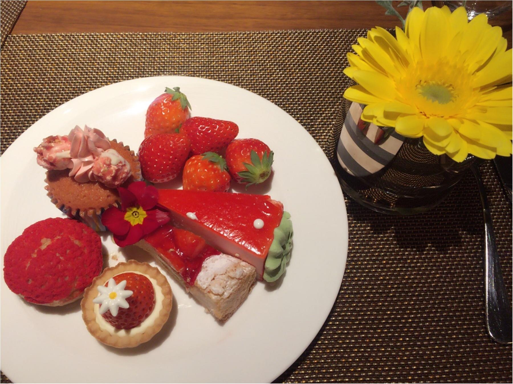 噂のヒルトン東京ホテルいちごビッフェで誕生日祝いしてもらいました♡_2