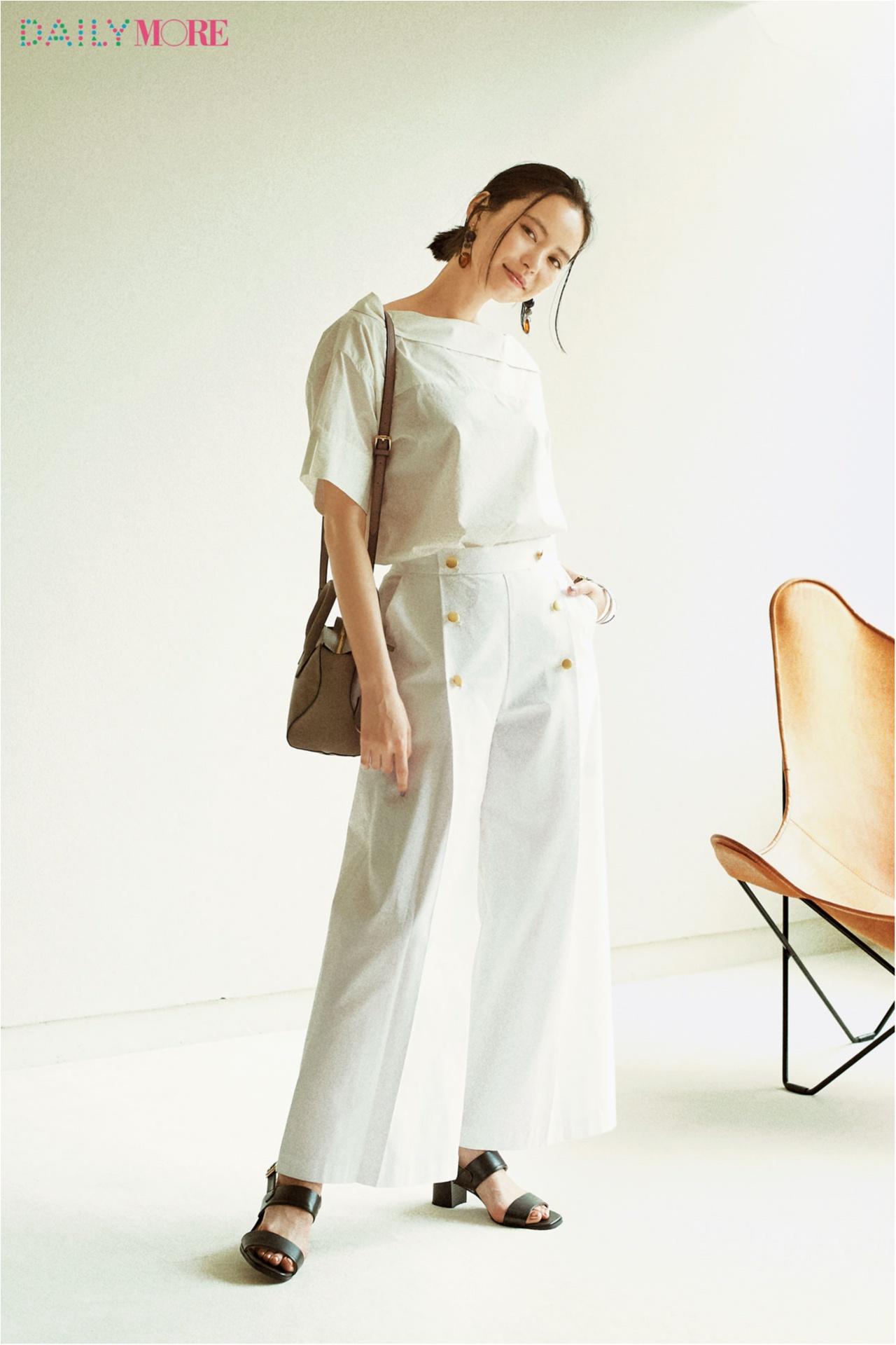 【今日のコーデ/比留川游】オールホワイトを一新したい、そんな月曜の通勤パンツスタイル。_1