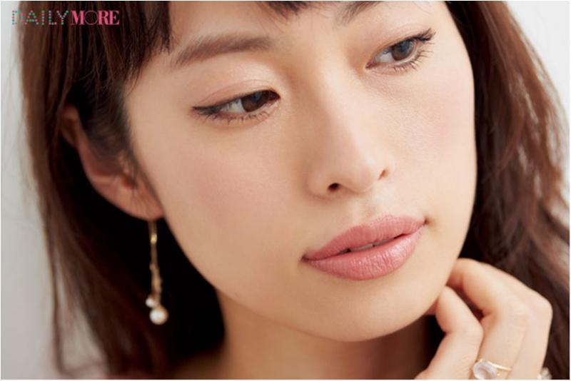 美容家・岡本静香さんは、大人っぽ&明るさ足しで洗練リップに! 【瞬時にイメチェン♡きれいな人が使うスタメンリップ】_4