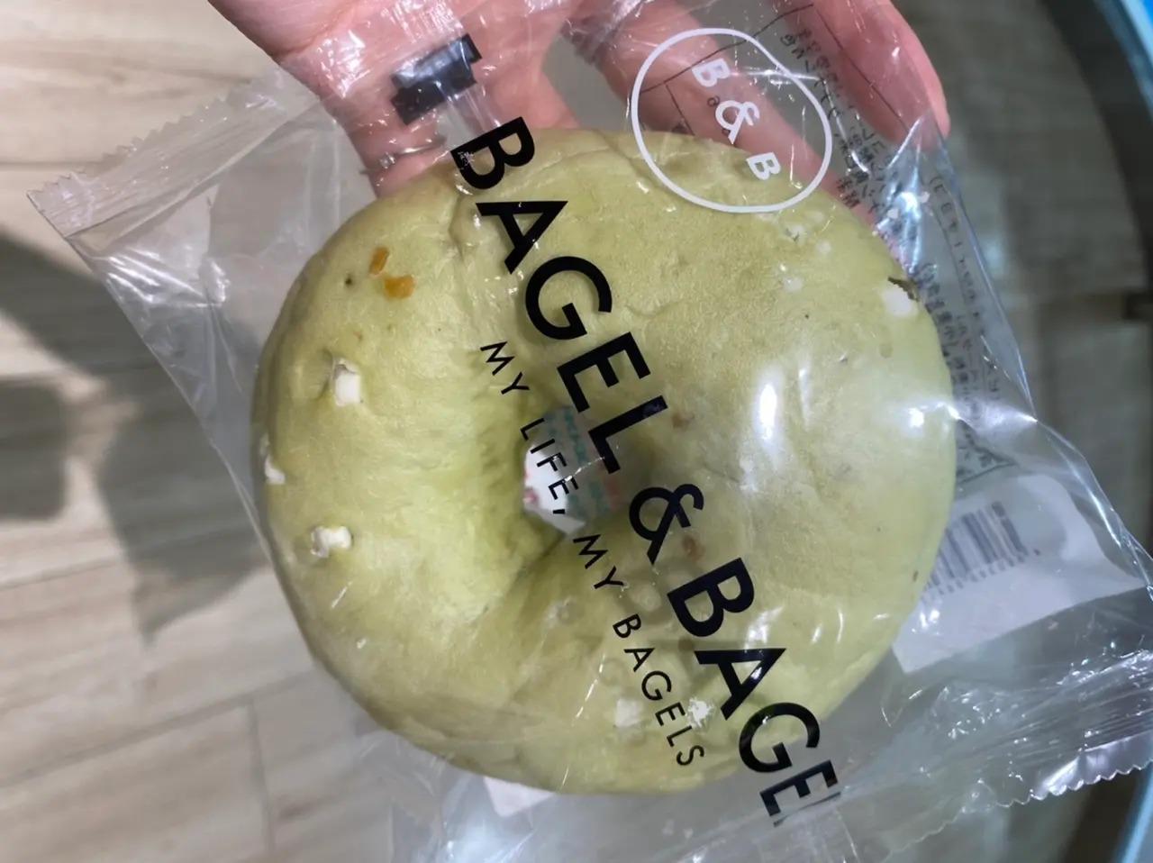 成城石井で買ったピスタチオホワイトチョコベーグル