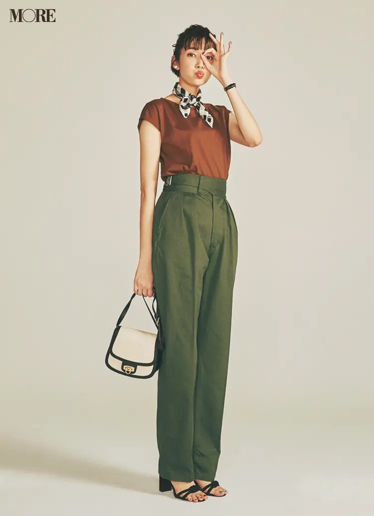 """【2020夏コーデ】ウエストマークつきストレートワイドパンツには""""ちょい袖""""トップスを"""