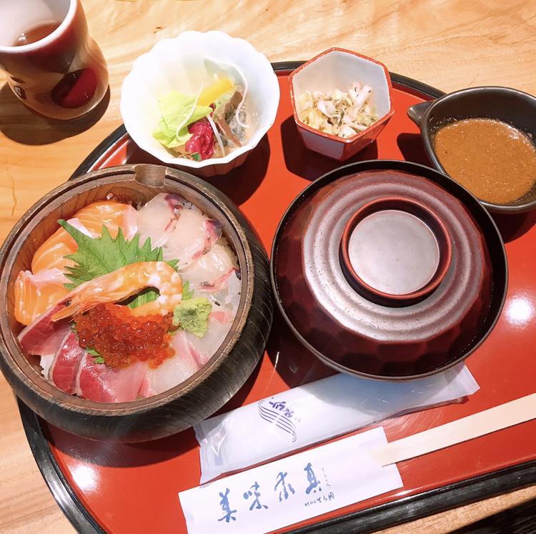 【ご当地MORE♥福岡グルメ】コスパもお味も◎中洲で海鮮丼ランチ!_2