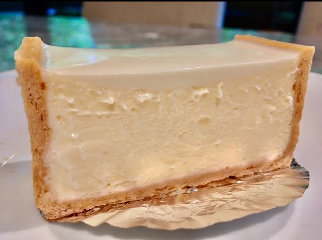 一度は食べたい行列必至の大人気店のチーズケーキとシュークリーム。_3