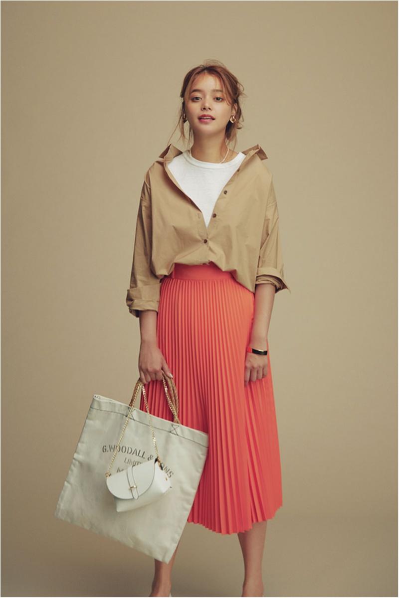 着るだけで華やぐ【真夏のきれい色ボトム】コーデ15選   ファッション_1_1