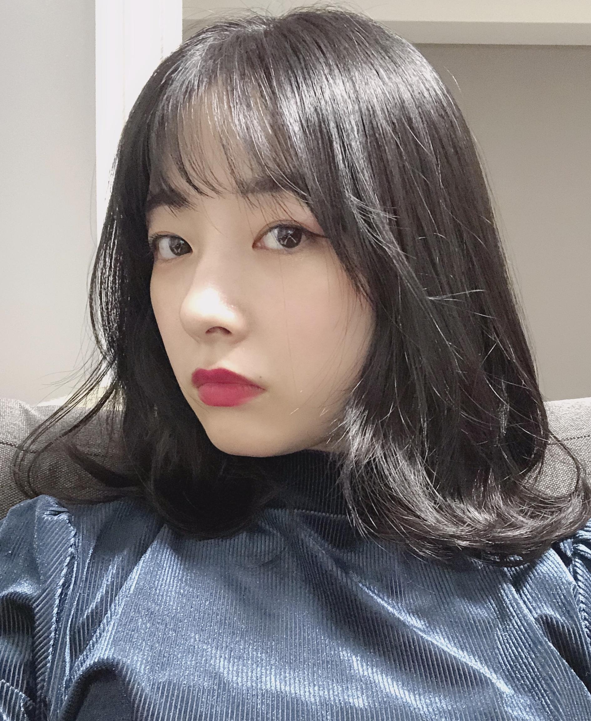 色が白く見える暗髪ヘアカラー♡_1