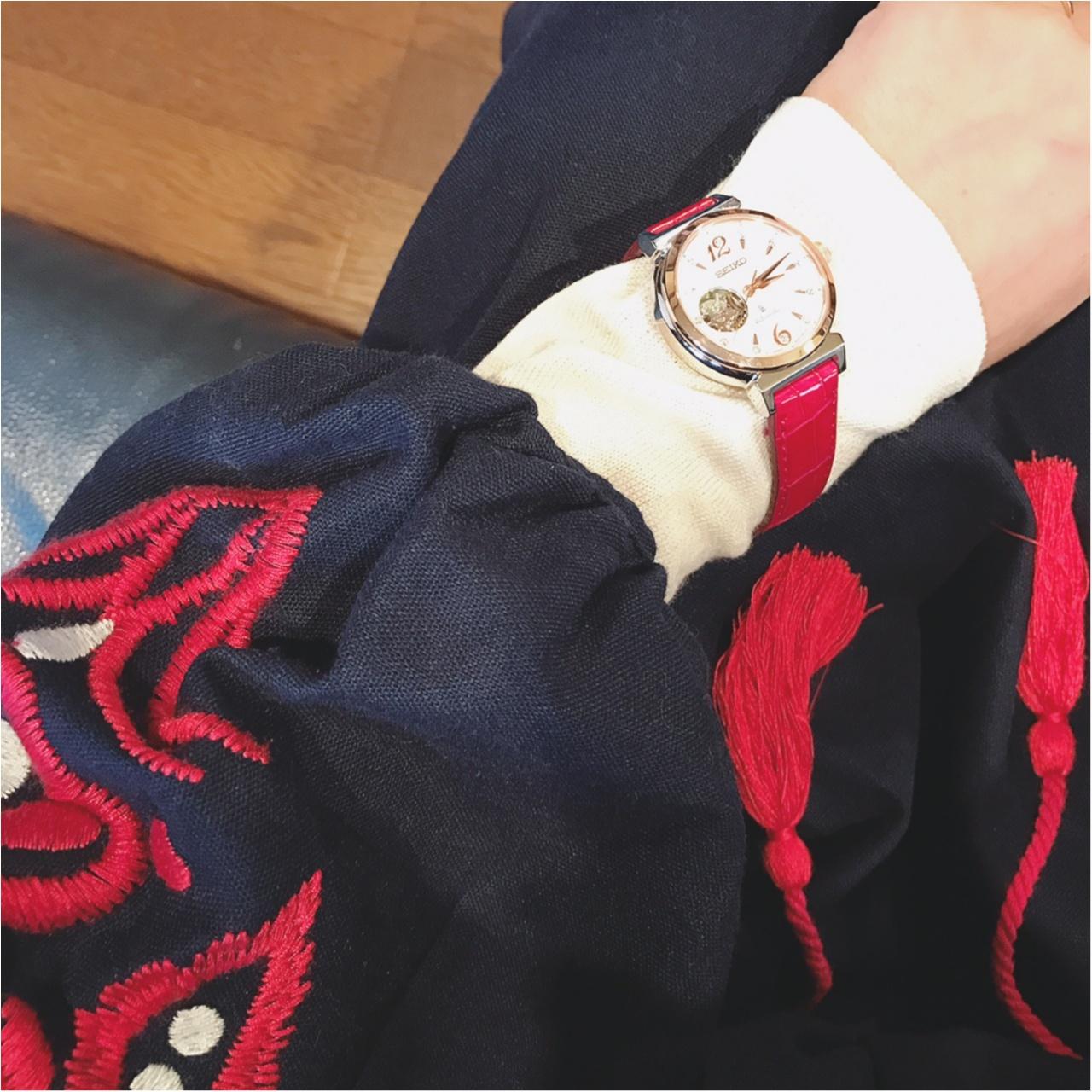 最強挿し色!秋冬は赤ベルトの時計が一番かわいい!_1