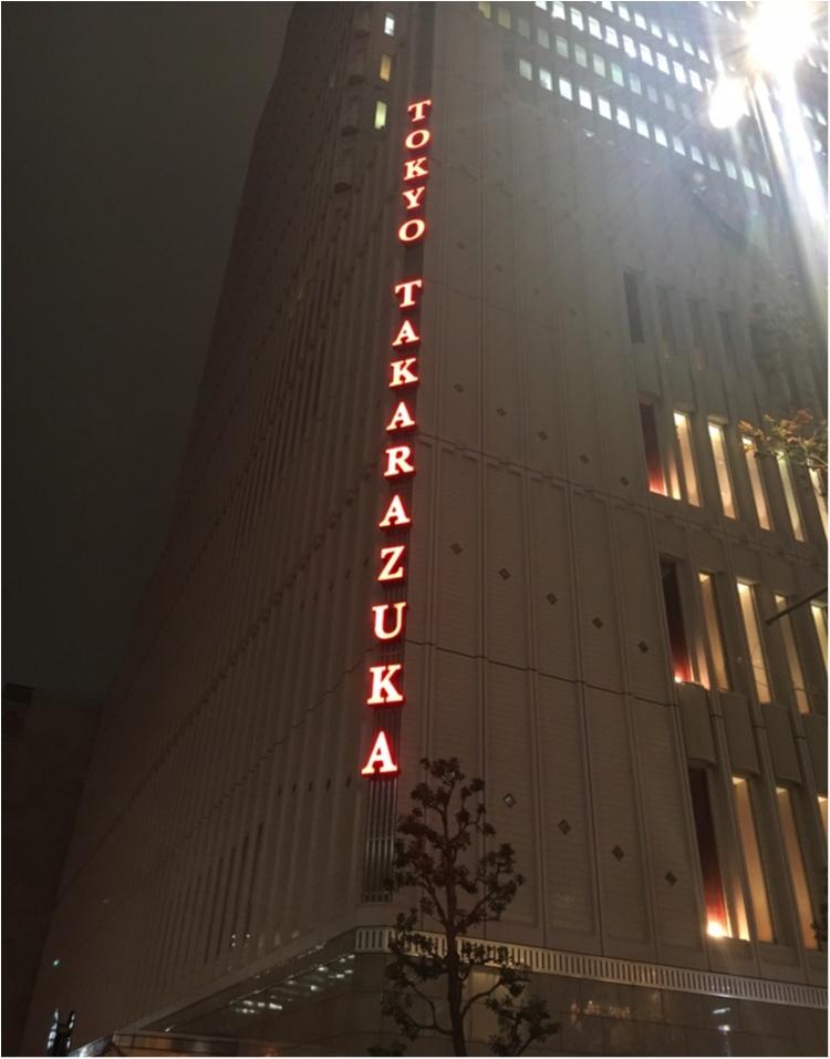 【クリスマスまであと3日!】クリスマスツリーでカウントダウン☆ 赤い絨毯に映えるブルーツリー@東京宝塚劇場_4