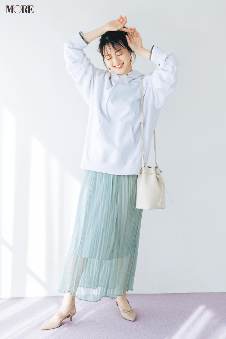 【今日のコーデ】シアーなスカートにベージュのパンプスコーデの逢沢りな