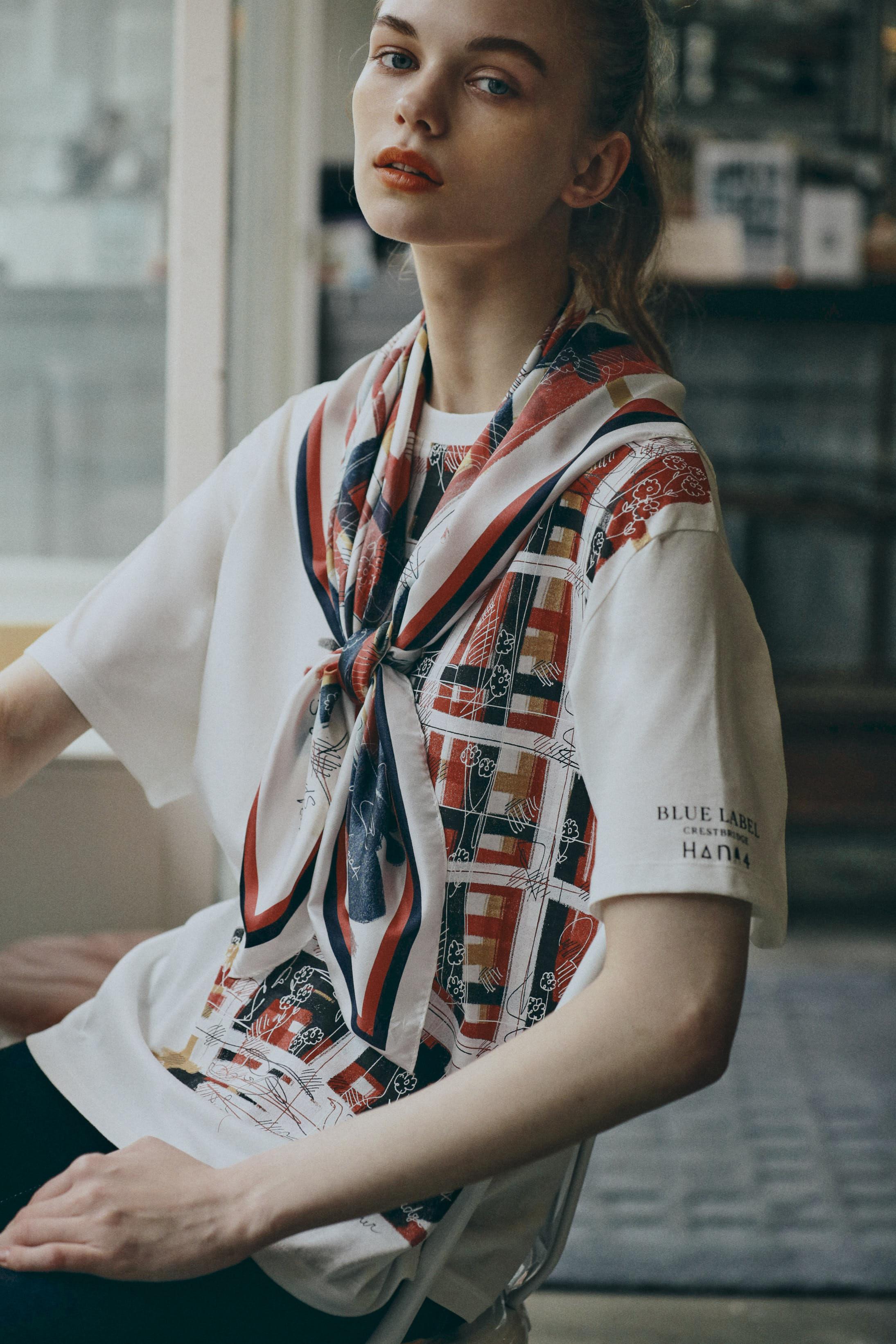 ブルーレーベル・クレストブリッジのHana4コラボTシャツとスカーフ